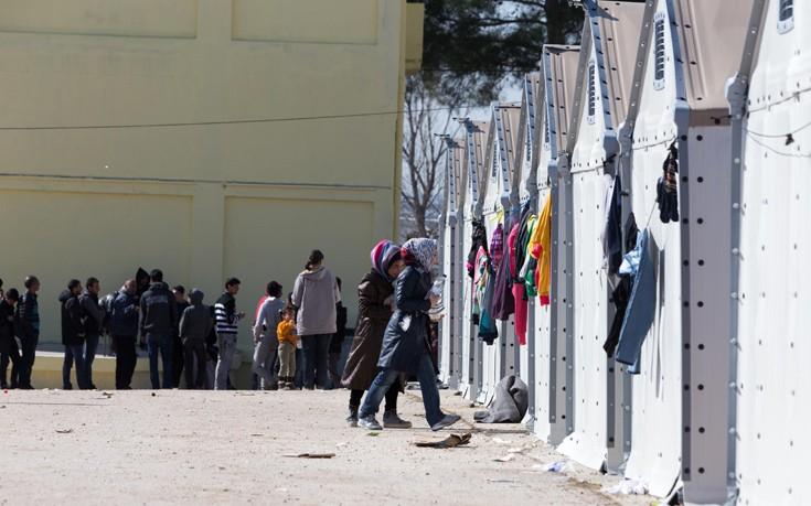 Καθιστική διαμαρτυρία από πρόσφυγες στο Κέντρο Φιλοξενίας Διαβατών