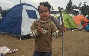 Ιμπραήμ, ο μικρός πρόσφυγας με το σημάδι από βόμβα στο κεφάλι του