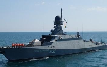 Μείωση των αμυντικών δαπανών προμηθειών εξετάζει η Ρωσία