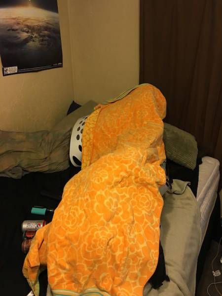 guy_plays_stacking_game_on_his_girlfriend_when_she_refuses_to_wake_up_640_13