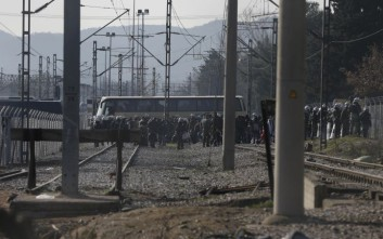 Λεωφορεία με πρόσφυγες από την Κοζάνη στην Ειδομένη