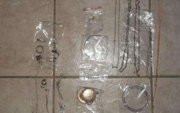 Ενεχυροδανειστήριο στη Θήβα πουλούσε κλεμμένα κοσμήματα