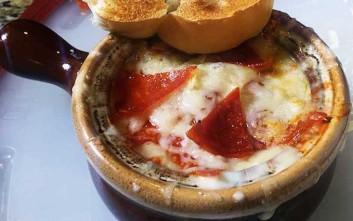 Η πίτσα που έγινε σούπα!