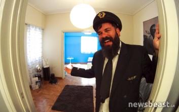 Ο Έλληνας που έφτιαξε τη δική του… Ολυμπιακή σε ένα διαμέρισμα στο Κουκάκι