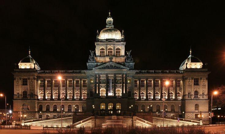 Πυρκαγιά ξέσπασε στο Εθνικό Μουσείο της Πράγας