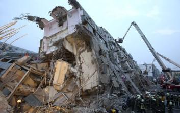 Τρεις νεκροί σε πολυκατοικία που κατέρρευσε στην Ταϊβάν