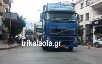 Τρακτέρ και φορτηγά κατέκλυσαν το κέντρο των Τρικάλων