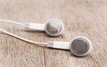 Πώς και γιατί πρέπει να καθαρίζονται τα ακουστικά-ψείρες