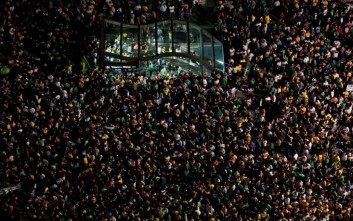 Διαδηλώσεις στη Βραζιλία με αίτημα την παραίτηση της Ρούσεφ