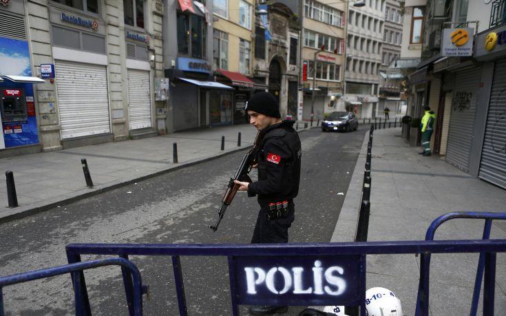 Σπρέι πιπεριού κατά φιλοκούρδων διαδηλωτών στην Τουρκία
