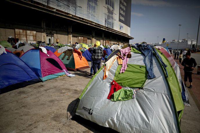 Σε απόγνωση βρίσκονται οι πρόσφυγες στον Πειραιά