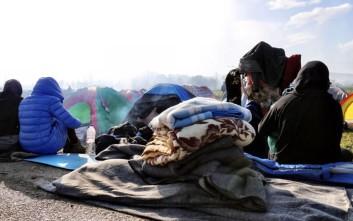 Πρόσφυγες στην Ειδομένη στρέφουν το βλέμμα στη Λέσβο
