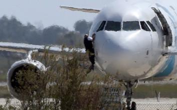 Παραδόθηκε ο αεροπειρατής στη Λάρνακα
