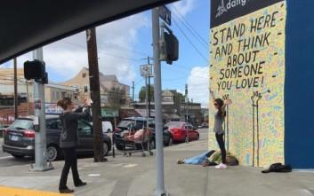 Έβγαλε φωτογραφία μπροστά σε άστεγο και ξεσήκωσε αντιδράσεις