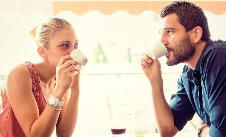 Ποια είναι η κατάλληλη ώρα για να πιείτε τον πρωινό σας καφέ
