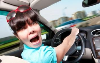 Γυναικείες γκάφες και ατυχήματα στους δρόμους