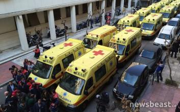 Στο δρόμο με τα ασθενοφόρα οι εργαζόμενοι στο ΕΚΑΒ