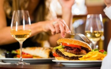Τα γεύματα εκτός σπιτιού σχετίζονται με υψηλή αρτηριακή πίεση