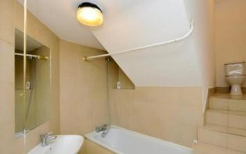 Το ενοικιαζόμενο διαμέρισμα στο Λονδίνο με το περίεργο μπάνιο