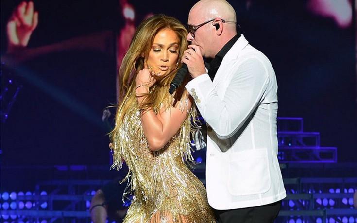 Σέξι με χρυσό φόρεμα η Jennifer Lopez