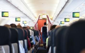 Ο μυστικός κώδικας των αεροσυνοδών όταν εντοπίζουν έναν όμορφο άντρα στο αεροπλάνο