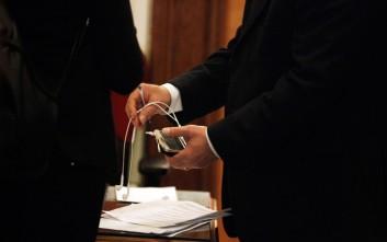 Ο Τσίπρας πήρε τα κινητά των υπουργών