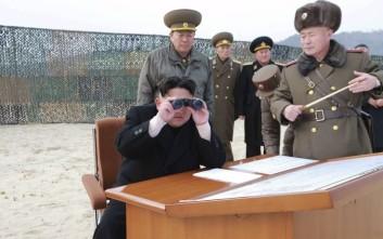 Τη δοκιμή ενός «νέου τακτικού όπλου τεχνολογίας αιχμής» επέβλεψε ο Κιμ Γιονγκ Ουν