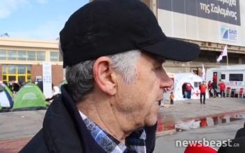 Ο συνταξιούχος ναυτικός που πηγαίνει τρόφιμα σε πρόσφυγες