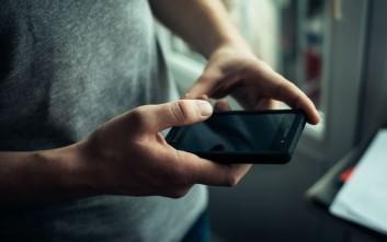 Κίνδυνος για προσωρινή τύφλωση από την χρήση smartphone στο σκοτάδι