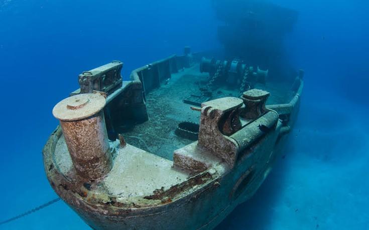 Βουτιά σε εντυπωσιακά ναυάγια σε όλο τον κόσμο
