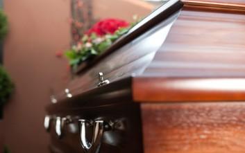 Καταγγελία δημάρχου Τήλου: Παπάς δεν έδινε φέρετρο για να ταφεί νεκρός
