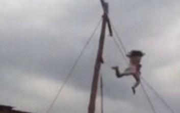 Άνδρας που υποδύεται τον Ιησού πέφτει από σταυρό 10 μέτρων