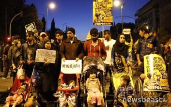 Πρόσφυγες από τον Πειραιά έδωσαν το «παρών» στη διαδήλωση για το άνοιγμα των συνόρων