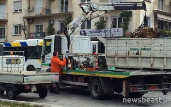 Εργασίες καθαρισμού και επισκευές για δεύτερη μέρα στην πλατεία Βικτωρίας