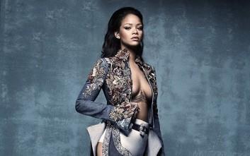 Η Rihanna προτείνει μπότες για το... κρεβάτι