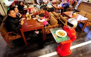 Το εστιατόριο που χρησιμοποιεί ρομπότ αντί για σερβιτόρο