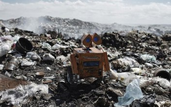 Ο 17χρονος από τη Βολιβία που φτιάχνει ρομπότ από σκουπίδια