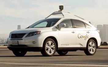 Αυτοκίνητο της Google χωρίς οδηγό τράκαρε με λεωφορείο