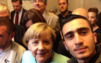 Πώς άλλαξε η ζωή ενός πρόσφυγα όταν έβγαλε selfie με την Άνγκελα Μέρκελ