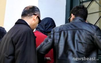 Απολογούνται τα μέλη του κυκλώματος εναέριας διακίνησης μεταναστών