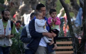 Κινητοποίηση στην πλατεία Βικτωρίας: «Ανοίξτε τα σύνορα σας παρακαλούμε»