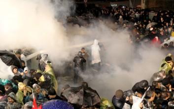 Αστυνομικοί με δακρυγόνα εισέβαλαν βίαια στην εφημερίδα Zaman