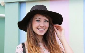 Η 25χρονη που βγάζει 50.000 λίρες το μήνα από το Youtube