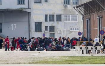 Πρόσφυγες δεν έμειναν στη δομή Δερβενίου και πάνε προς τη Θεσσαλονίκη