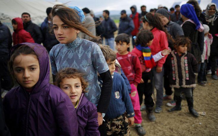 Τούρκος υπουργός απειλεί με ασφυξία από τους πρόσφυγες την Ευρώπη