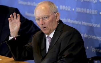 Handelsblatt: Όποιος ισχυρίζεται τώρα ότι η Ελλάδα έχει αφήσει τα δύσκολα λέει παραμύθια