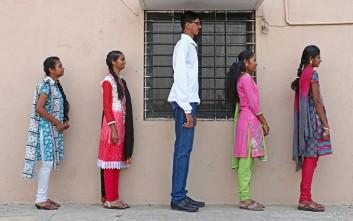 Ο ψηλότερος έφηβος της Ινδίας είναι ήδη 2 μέτρα και συνεχίζει