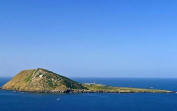 Το μικροσκοπικό νησί των 20.000 τάφων και οι θρύλοι που το περιβάλλουν