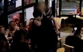 Η στιγμή της ανατίναξης του Μπραχίμ Αμπντεσλάμ μέσα σε καφέ του Παρισιού