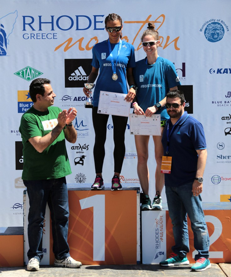 Νεκτάριος Σαντορινιός βουλευτής Δωδ/σου ΣΥΡΙΖΑ, με  τις πρώτες των 10K και τον Αθανάσιο Χατζηστρατή, ιδιοκτήτη καταστήματος adidas Rhodes